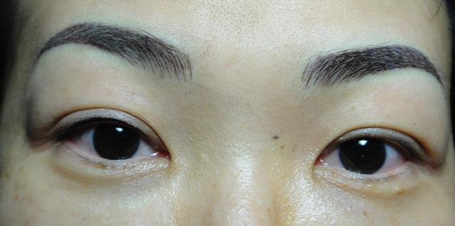 洗眉毛后图片 - 标准眉毛的纸上画法